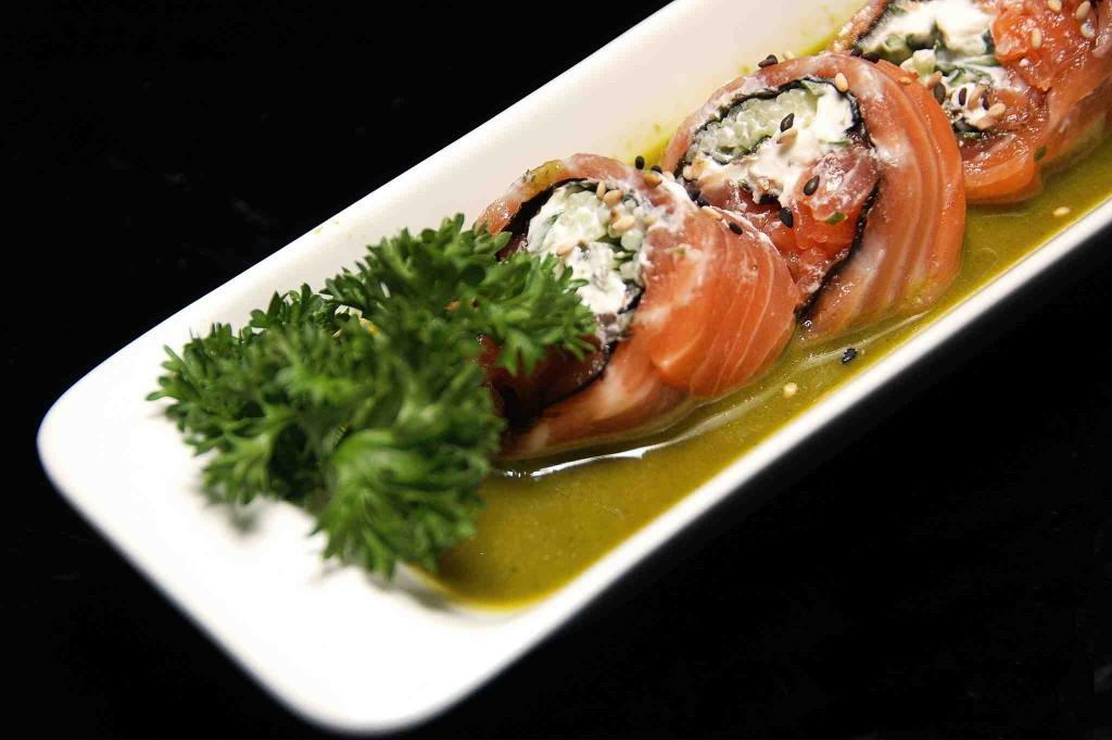 Sushi - Sake Roll